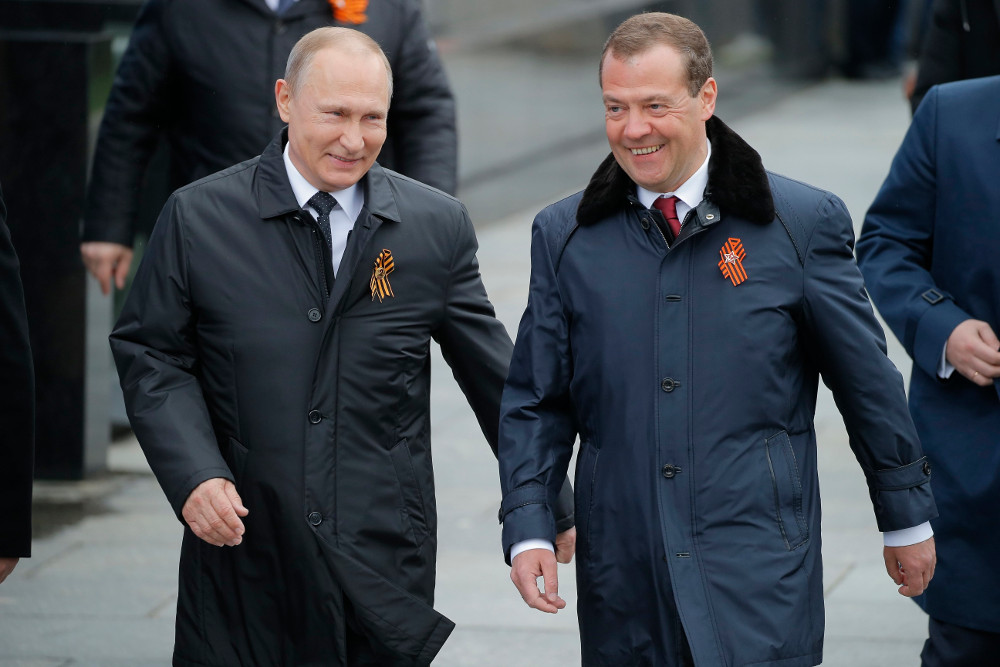 How does Russia escape sanctions?