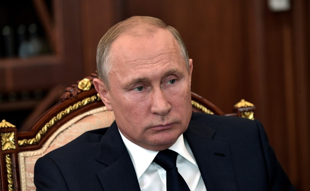 Putin and Government's Popularity Is Dropping in Polls