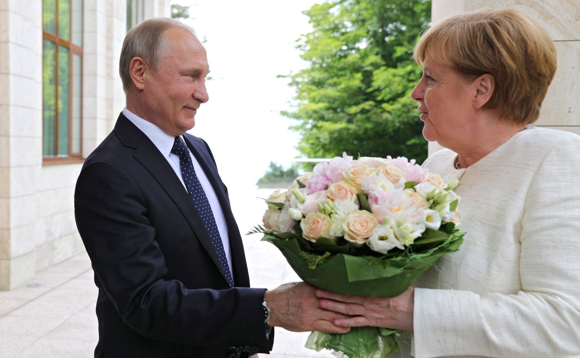 "Putin Tempts Europe with a New ""reset"" Policy"