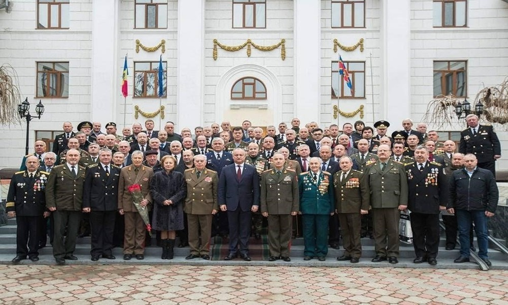 Igor Dodon Surrounds Himself with Anti-EU Forces