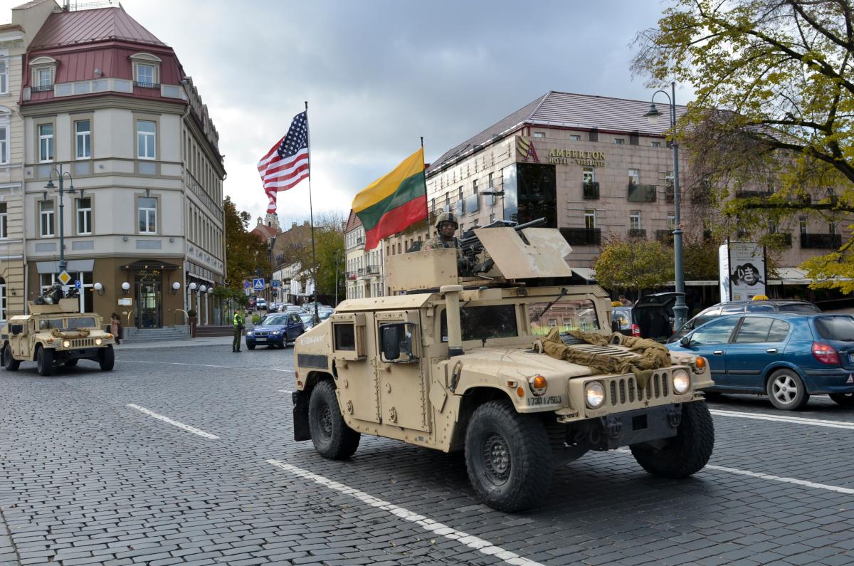Stała baza USA w Polsce: Wzmocnienie potencjału obronnego NATO na wschodniej flance