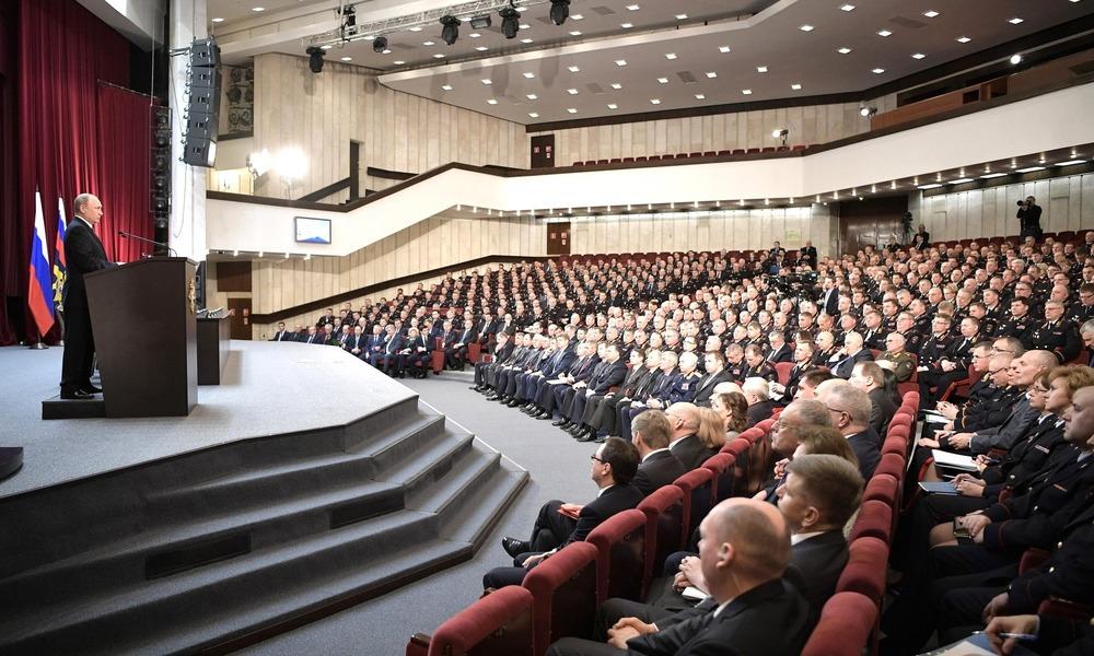Wróg wewnętrzny, czyli Putin zadaniuje MSW