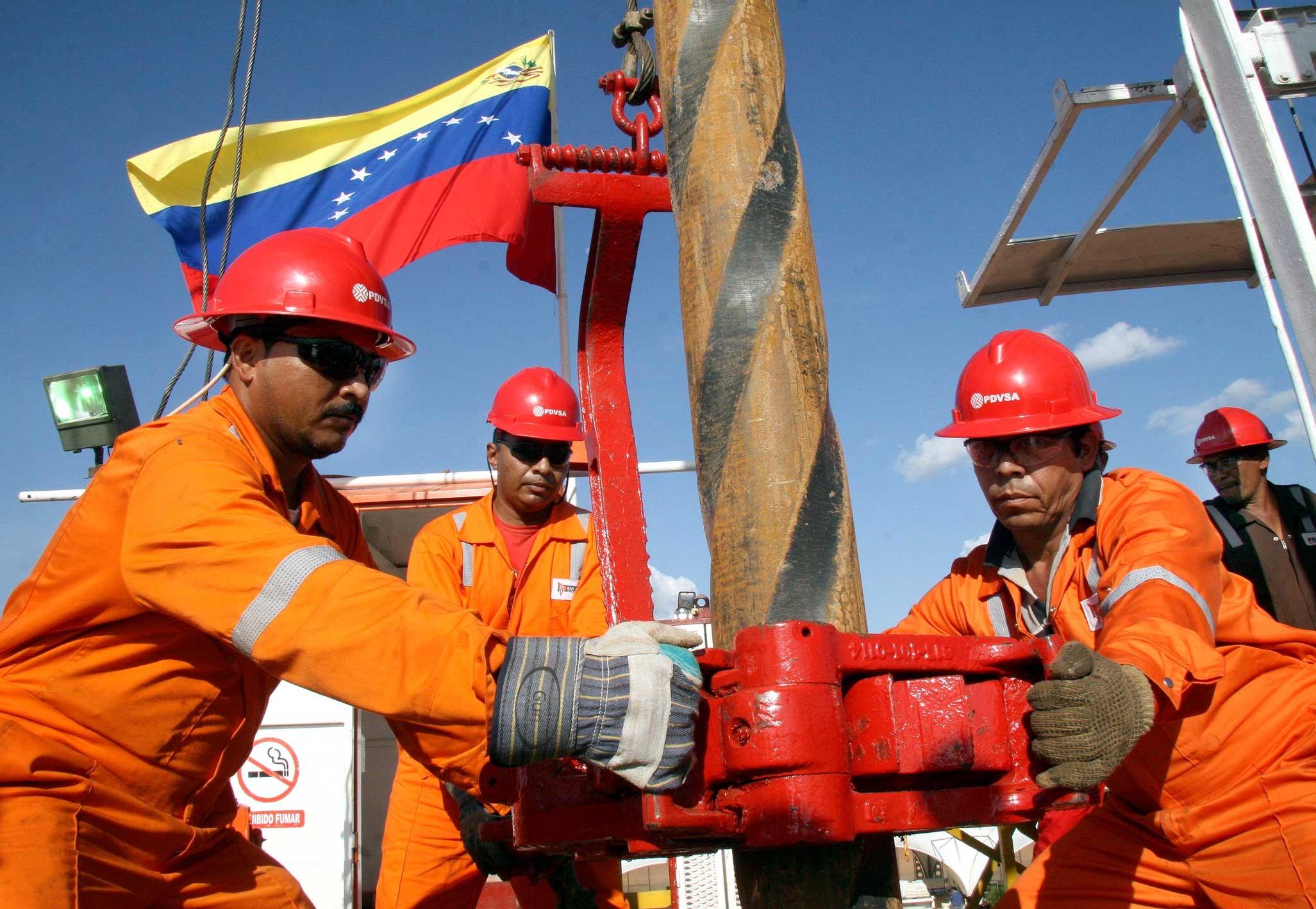 Rosnieft sankcji się nie boi. Ratuje eksport Wenezueli