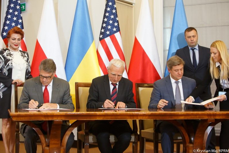 The US, Poland And Ukraine Sign A Trilateral Gas Agreement