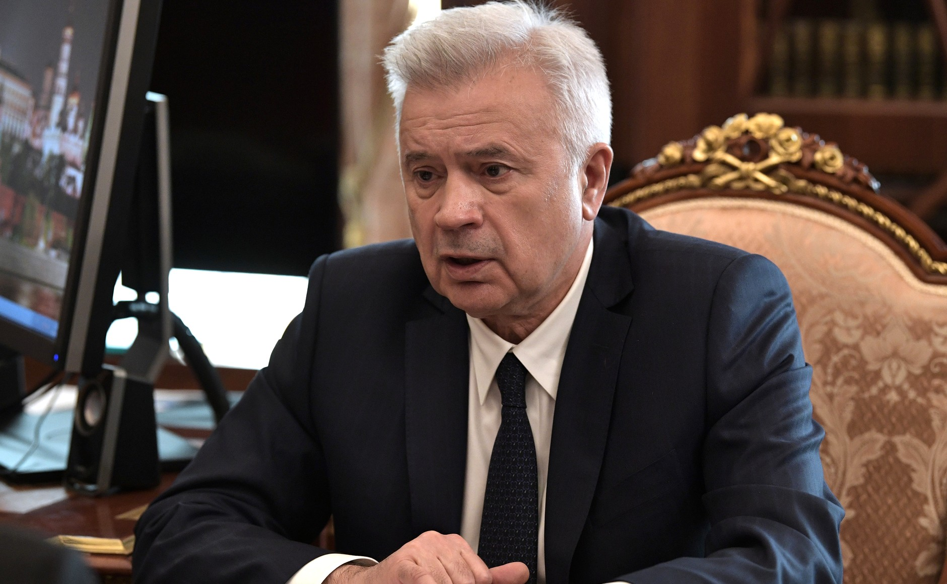 Alekperov Embroiled in Turmoil over Lukoil and Surgutneftgaz Shares