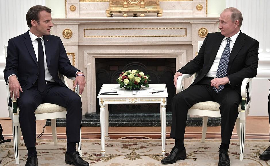 Francuski łącznik. Macron raduje Kreml