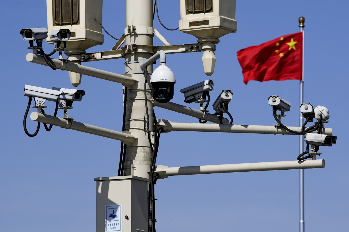 China expels American journalists