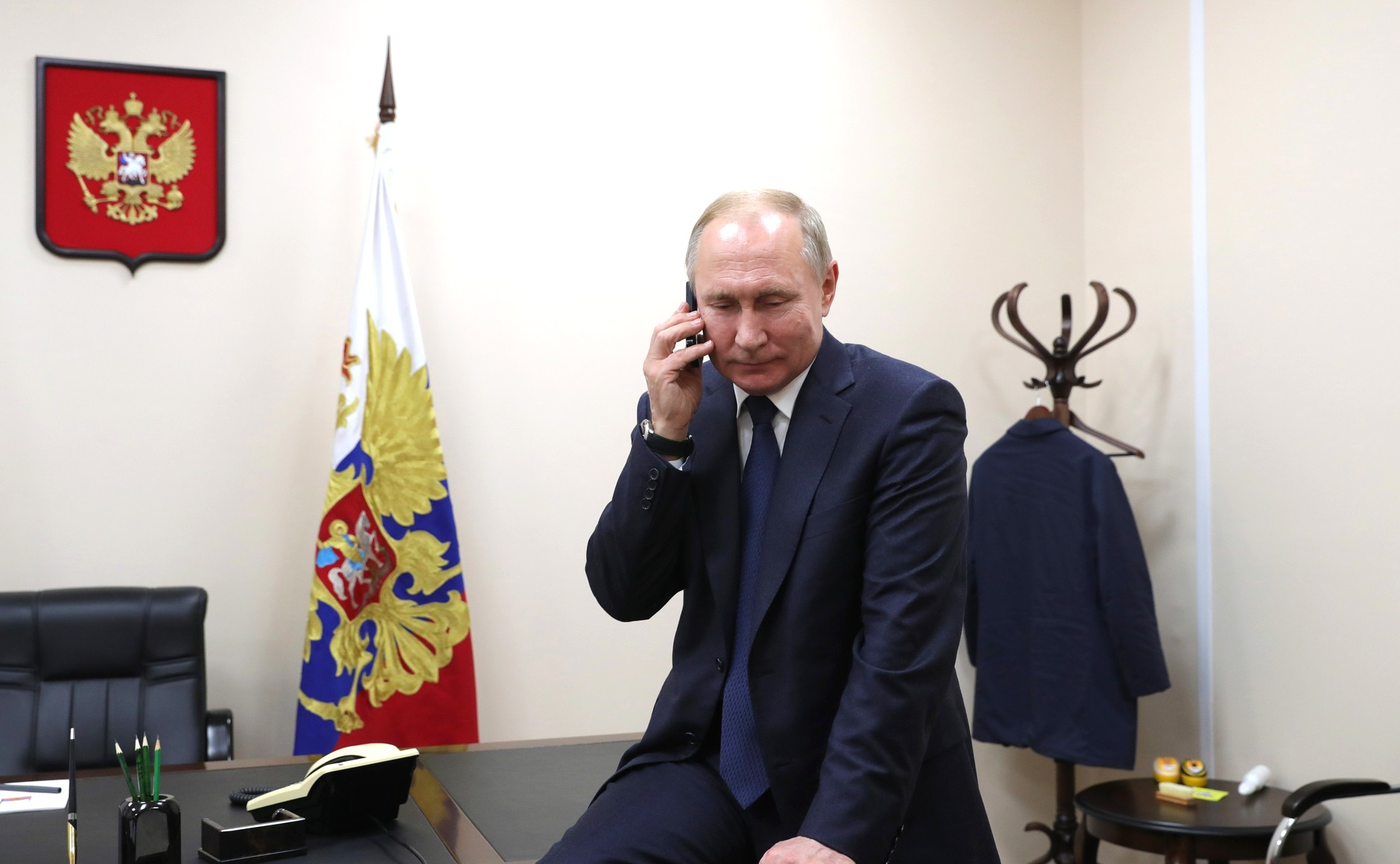 Putin Uses Birthday Phone Call to Invite Lukashenko to Moscow