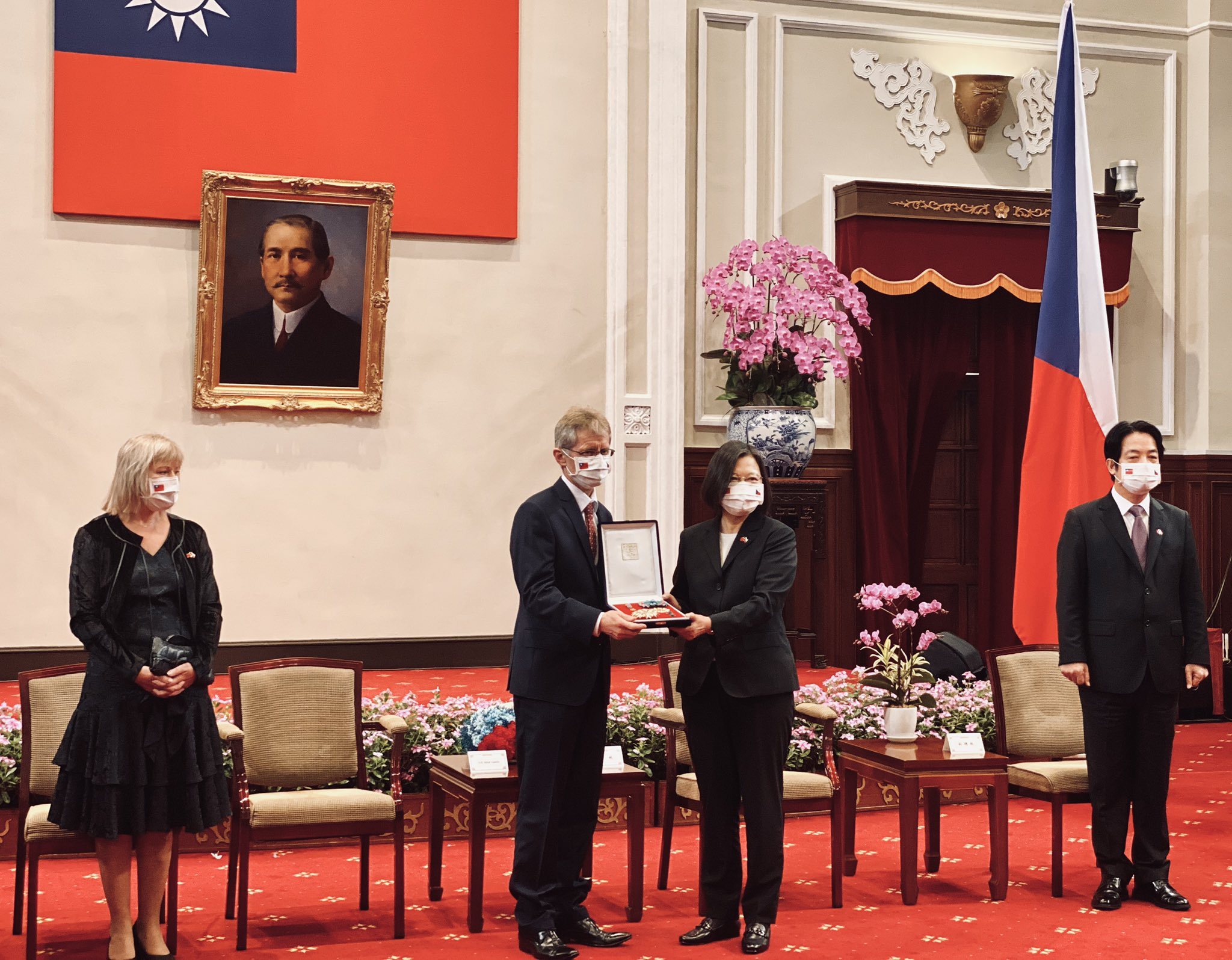 Beijing Reacts to Czech Visit to Taiwan