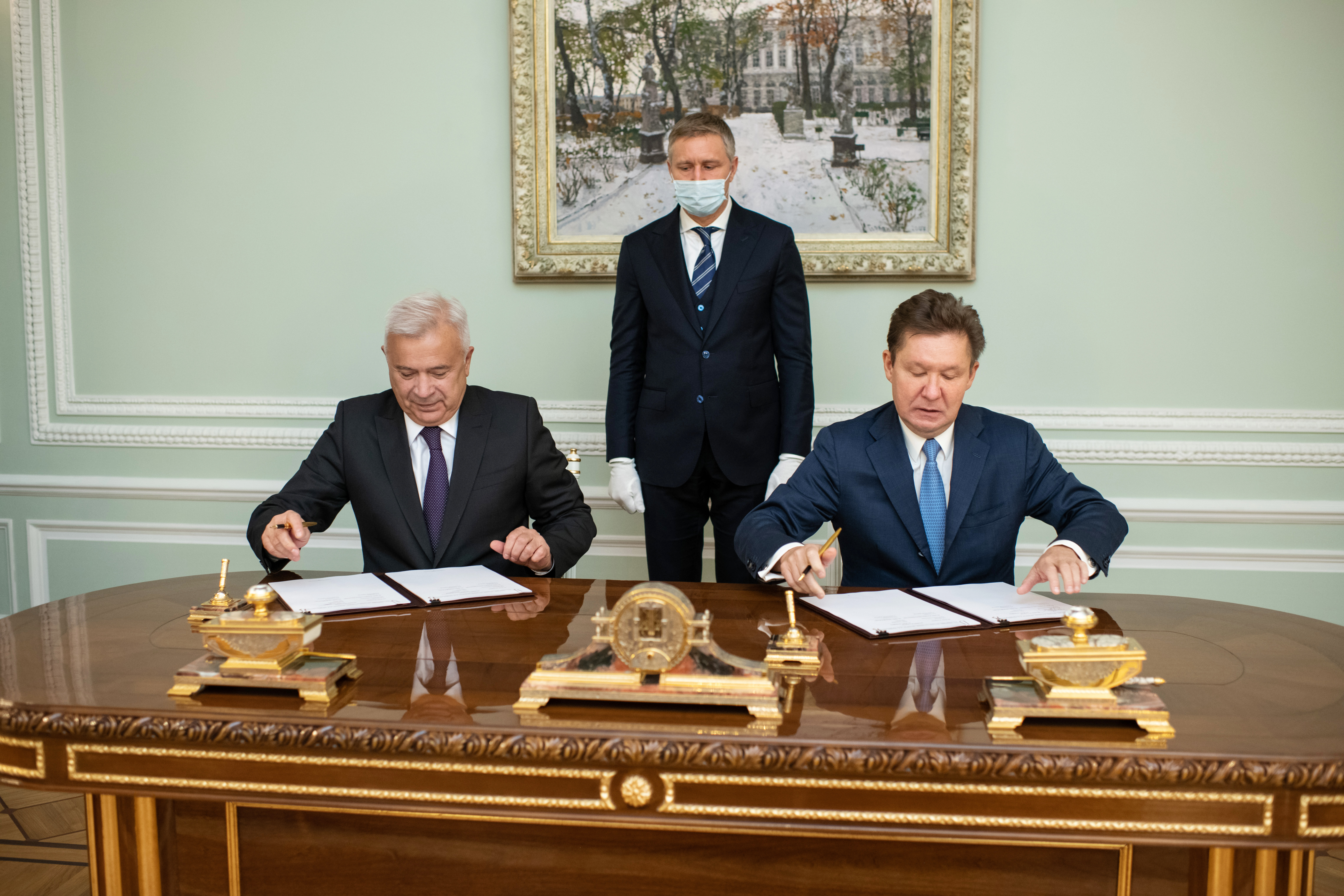 Gazprom, Lukoil Sign Deal to Jointly Develop Two Hydrocarbon Fields