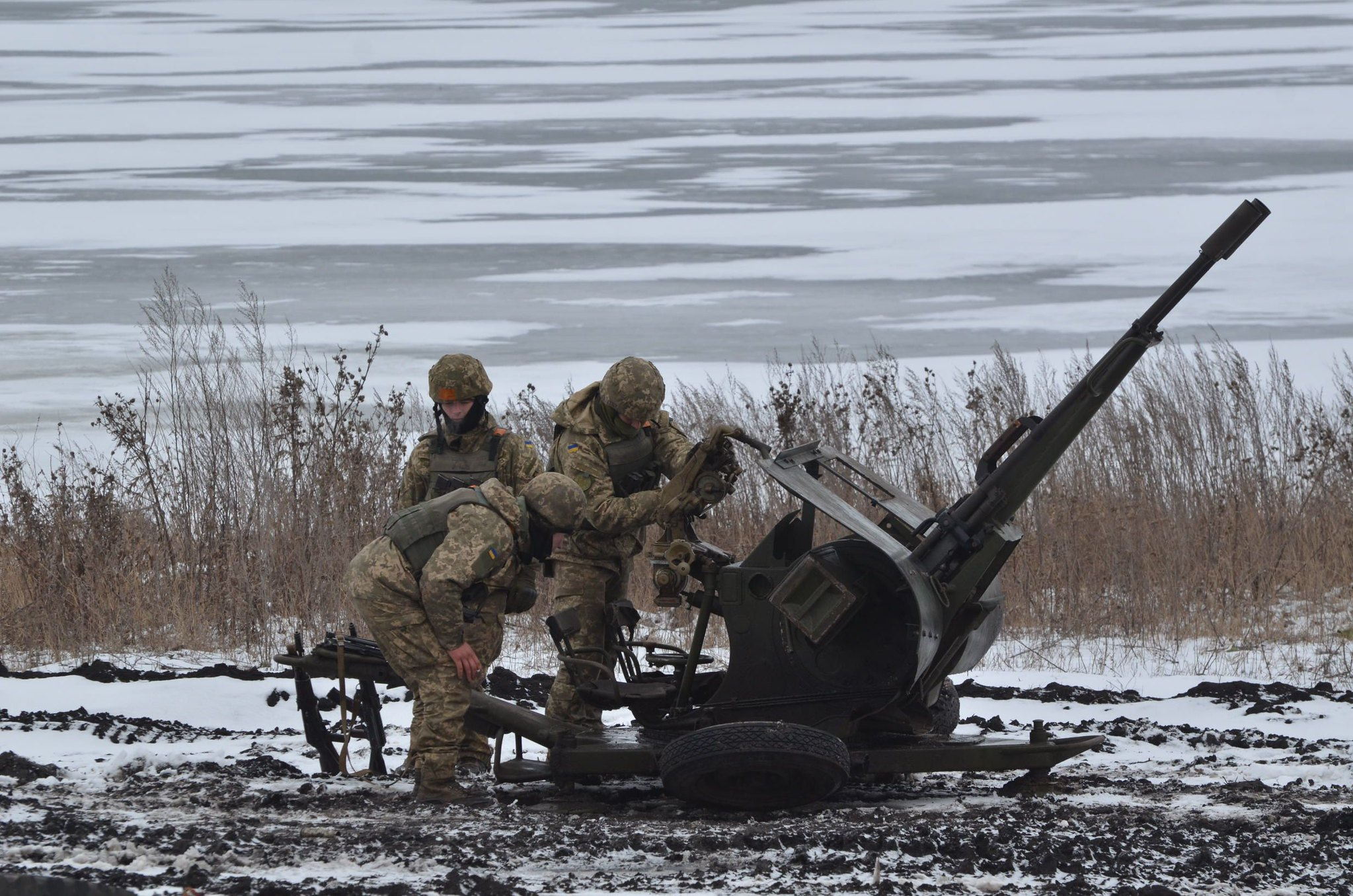 Kremlin Again Plays Donbas Card as Ukrainian Troops Die in Blast