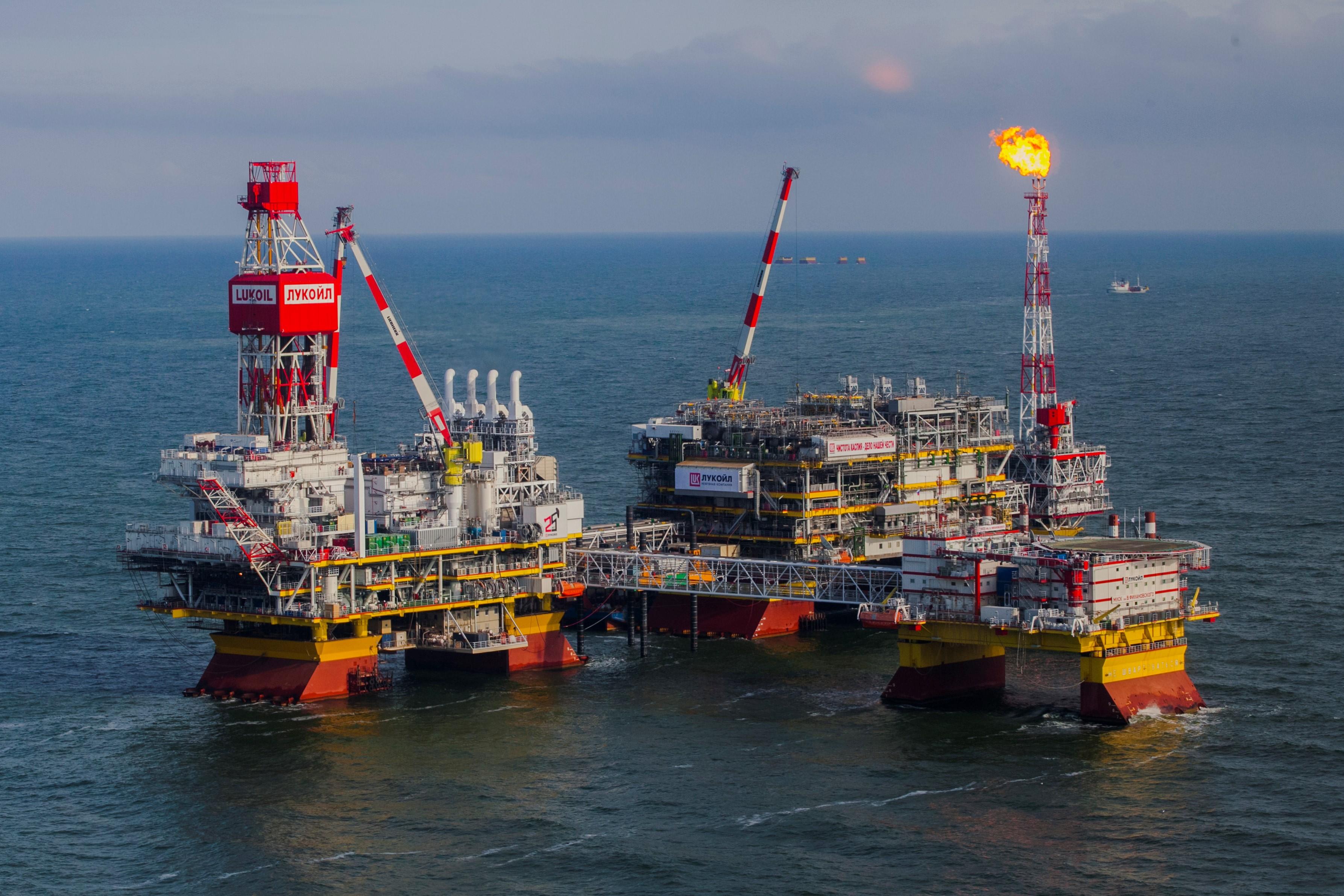 Rosja wydobywa w tym roku mniej ropy