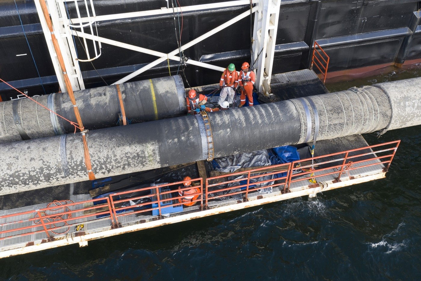 Cracked U.S. Sanctions Leave Nord Stream 2 Construction Unharmed