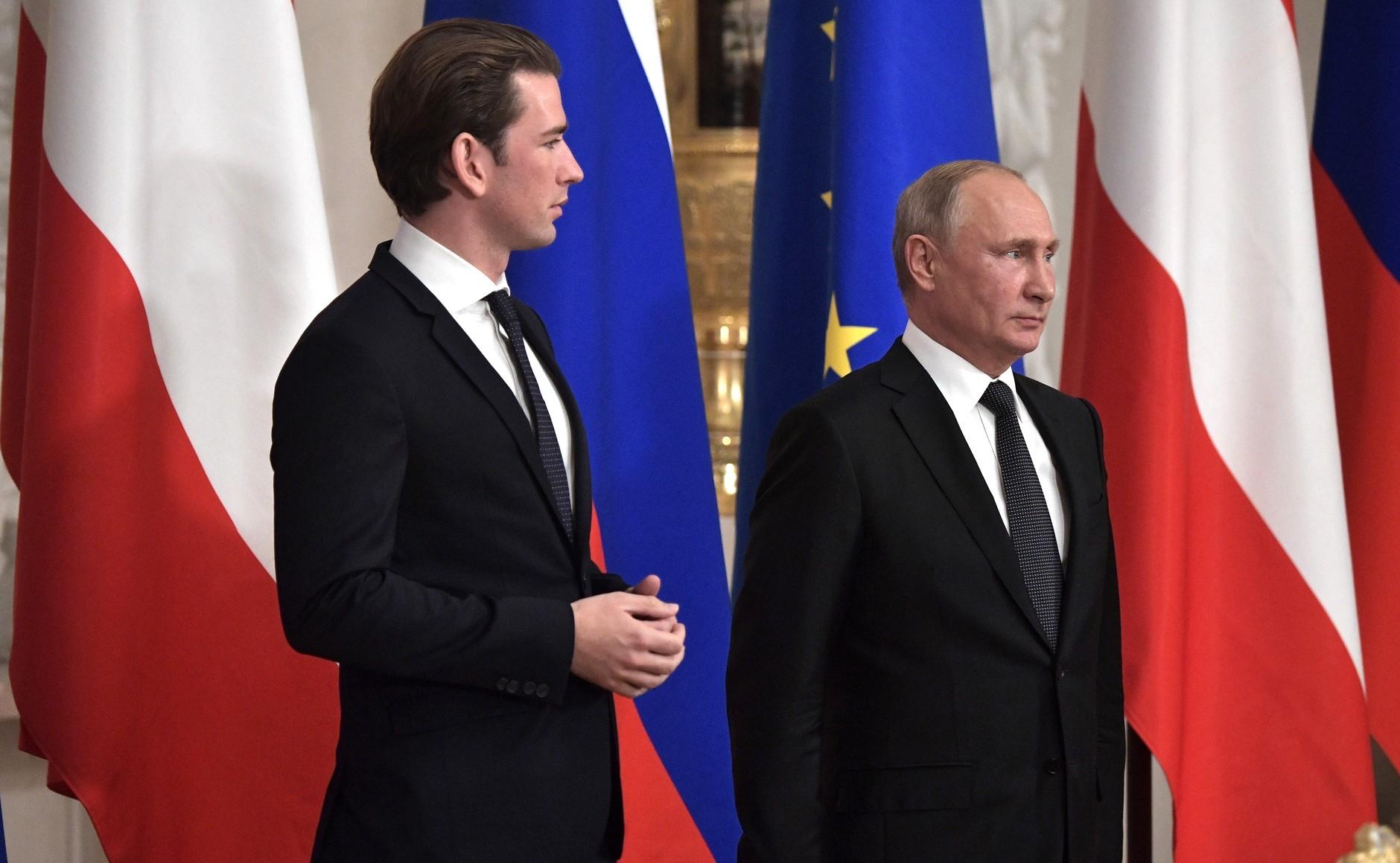 Austria stawia na Rosję. Posady dla polityków