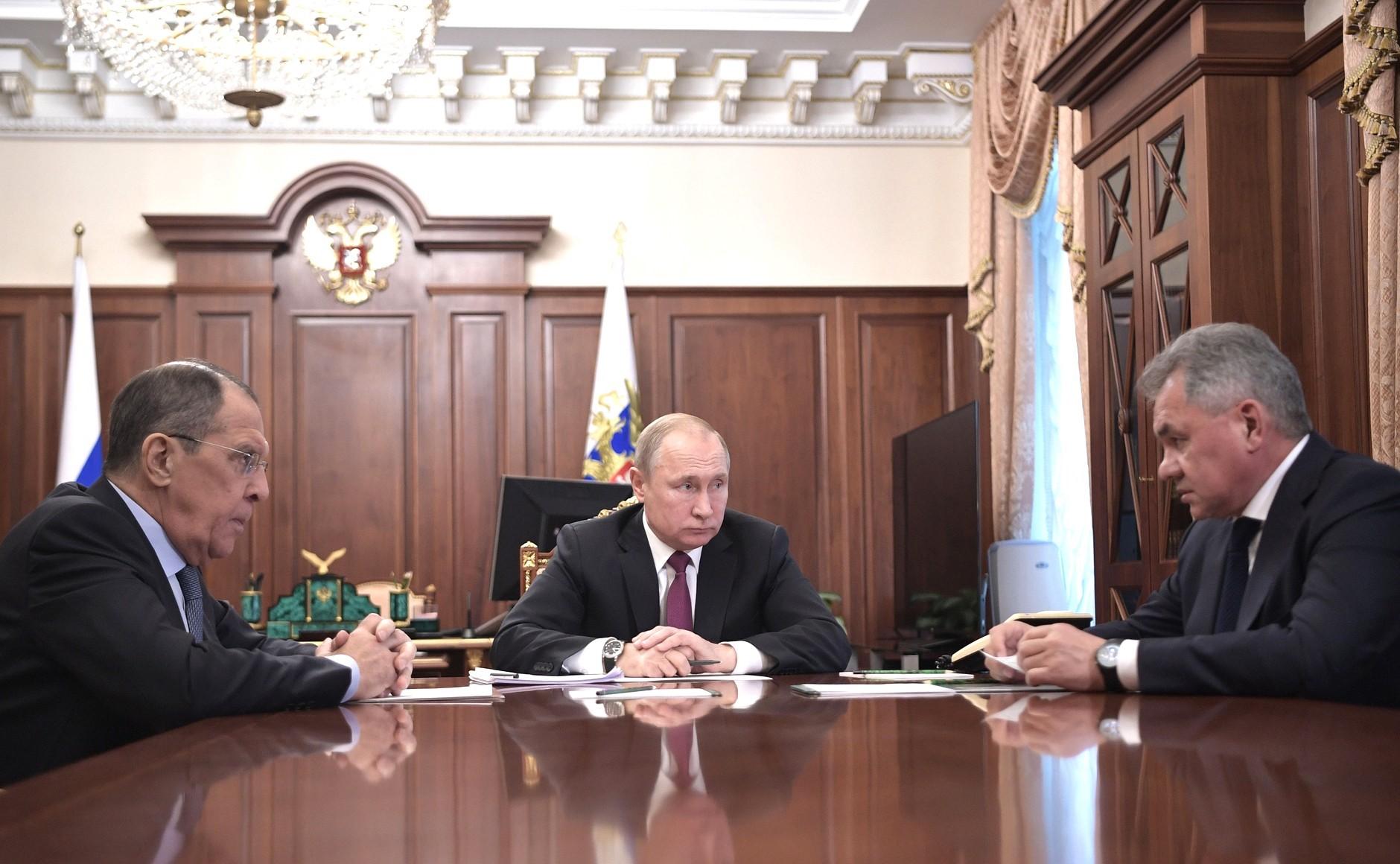 Szojgu za Miedwiediewa. Ostry wyborczy kurs Kremla