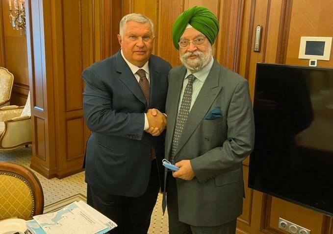 Sechin Invites India to the Arctic